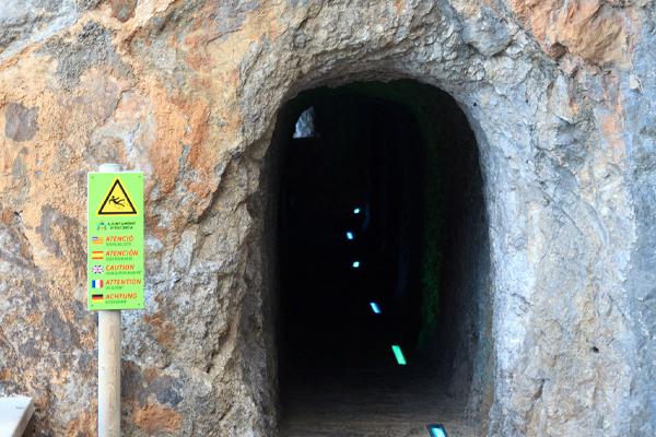Tunel para acceder al Torrent de Pareis desde Sa Calobra