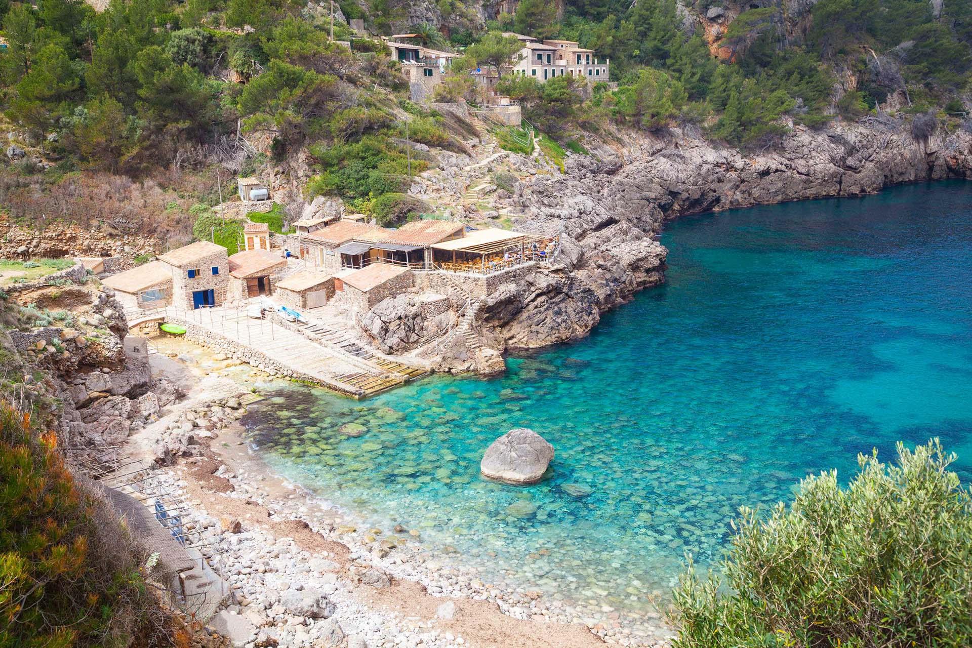 Restaurante cala Deia i playa